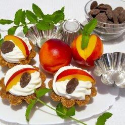 Cestini mini cheesecake con pesca e cioccolato